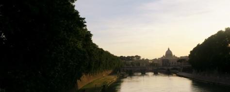 Tiber Nehri ve Sistine Şapeli Manzarası
