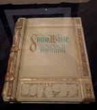 disney-snowwhite-storybook-prop